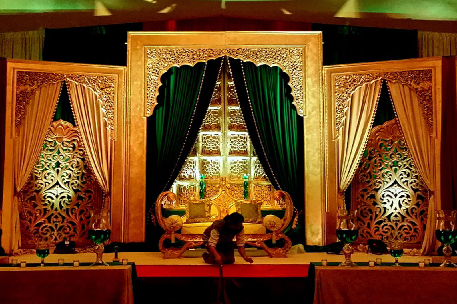 8 stunning stage decor ideas that will transform your for Home decor ideas for indian wedding