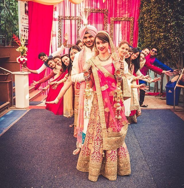 12 Most Non Cliche Wedding Shoot Poses