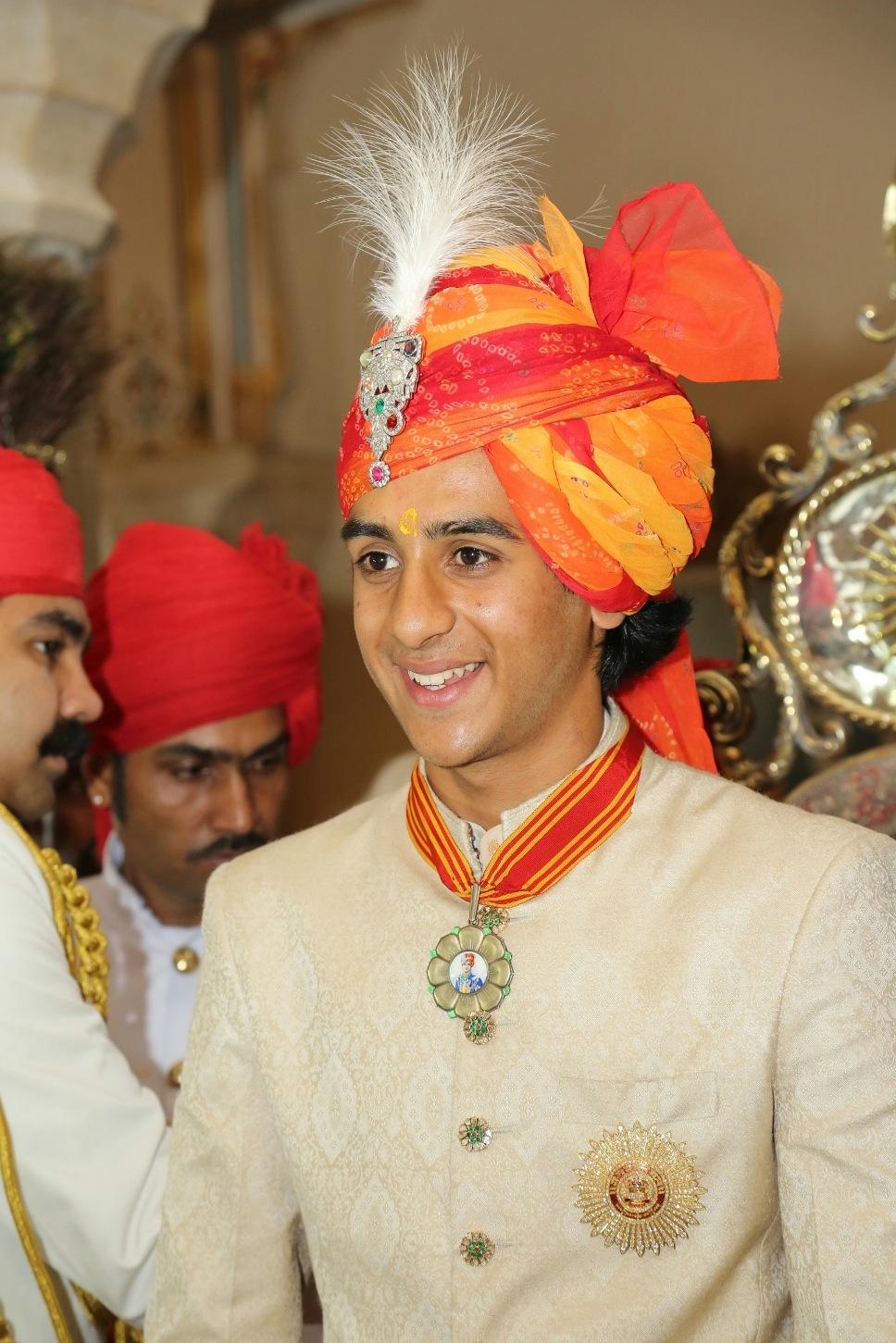 safa groom style